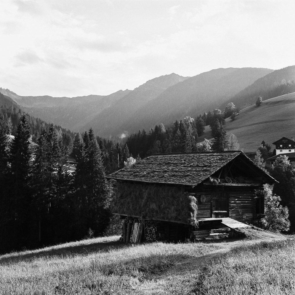 Panorama dei campi e del fienile