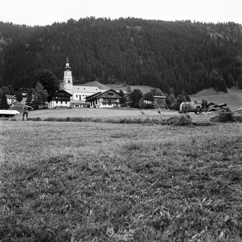 Panorama che dai campi spazia sul paese di Maria Luggau in Carinzia