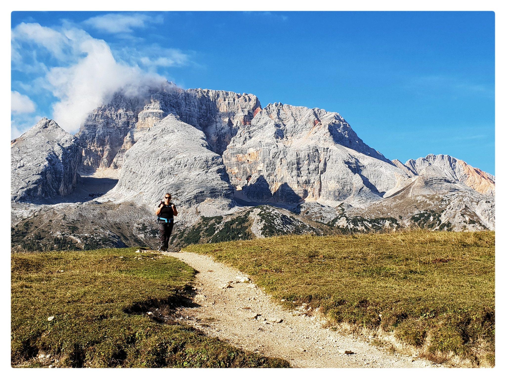 La Croda Rossa d'Ampezzo sempre presente durante tutta la salita al Picco di Vallandro.