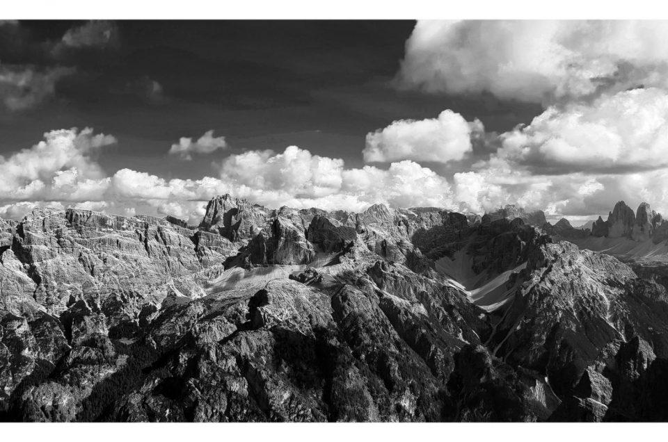 Dalla cima del Picco di Vallandro lo sguardo spazia sulle Dolomiti di Sesto