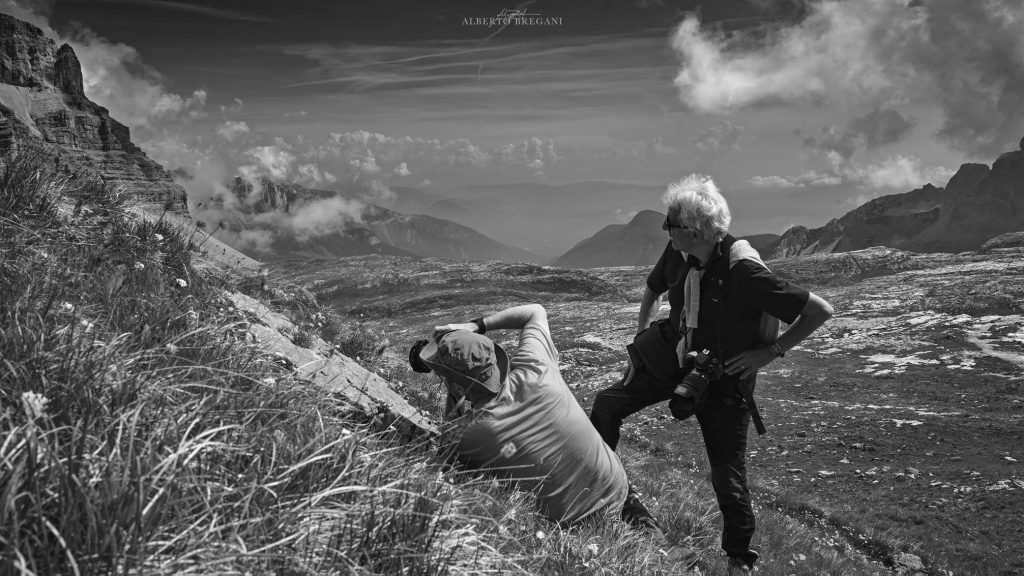 Io e Stefano Zardini in un momento di confronto allievo-maestro fotografando la Pietra Grande in Brenta.
