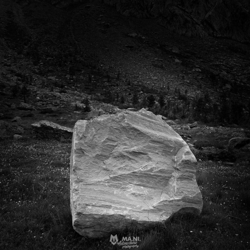 Uno stupendo masso erratico nella rotalm. In questa valle sono presenti diverse rocce che camminano.